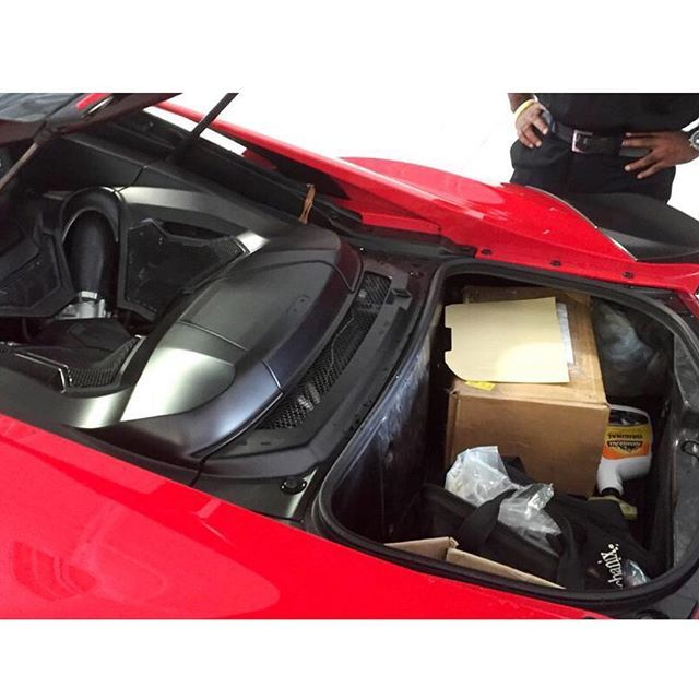 Acura_NSX_luggage_space.jpg
