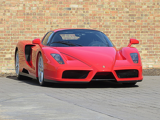 Ferrari_Enzo_for_sale_Vertually_brand_new_03.jpg