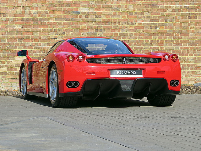 Ferrari_Enzo_for_sale_Vertually_brand_new_05.jpg