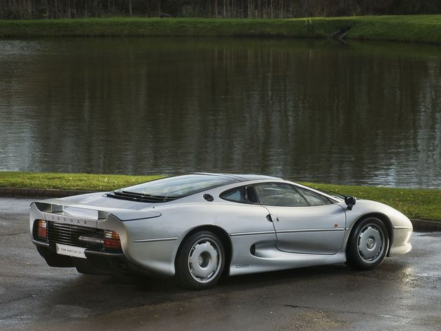 Jaguar_XJ220_for_sale_06.jpg