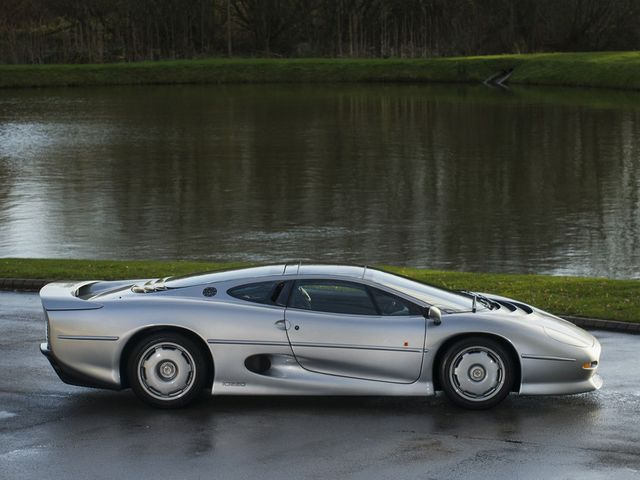 Jaguar_XJ220_for_sale_07.jpg