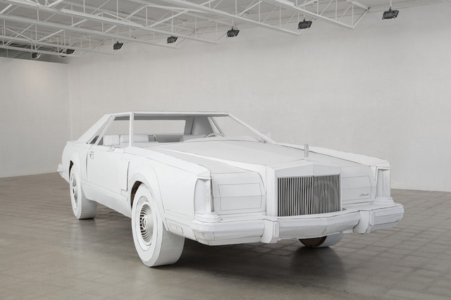 Lincoln_Continental_Mark_V_made_of_paper_01.jpg