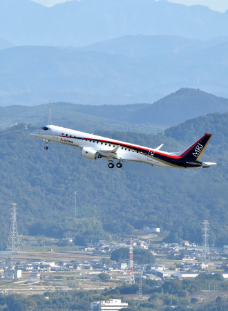 MRJ_first_test_flight_09.jpg