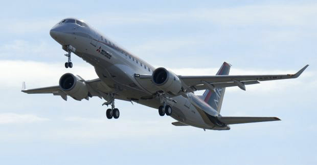 MRJ_first_test_flight_16.jpg